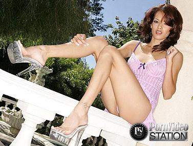 Daisy Marie Teases Her High Heels
